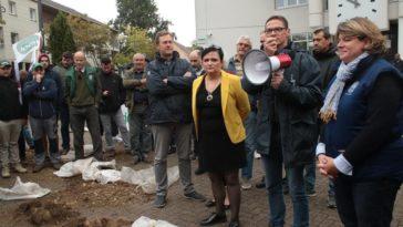 Savigny-le-Temple pesticides manifestant agriculteur